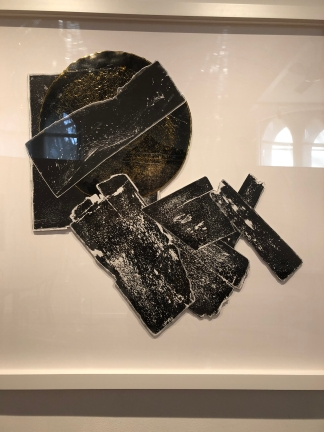 Untitled (black and white with gold disc, 2016) by El Anatsui